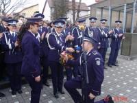 Cerere în căsătorie inedită la şcoala de poliţie. O sătmăreancă le-a dat florile! VIDEO