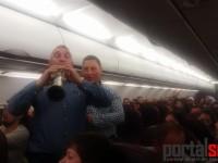 Clipul cu sătmărenii care colindă pe avionul Wizz Air, viral pe internet (FOTO&VIDEO)