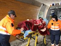 Femeie lovită în cap de o vecină. A ajuns în stare gravă la spital