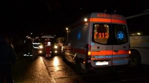 Accident cu doi răniţi în Lazuri. Un microbuz a lovit o maşină