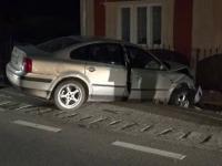 Accident în județ. Un polițișt a intrat cu mașina într-un gard