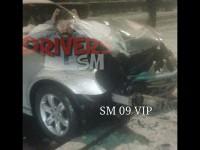 Accident pe Botizului. Un taxi a intrat într-un stâlp (FOTO)