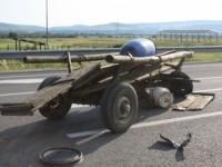 A intrat cu mașina într-o căruță și a fugit. Un copil a fost rănit
