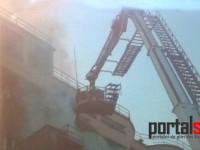 Incendiu la un depozit de cereale din Satu Mare. Pompierii se luptă cu focul (FOTO)