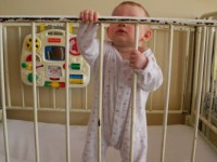 Soartă crudă încă de la naștere. Zeci de copii abandonați în spital