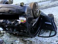 Accident spectaculos lângă Satu Mare. O mașină a lovit parapetul și s-a răsturnat