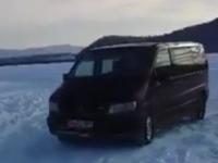 Plimbare cu duba pe lacul de la Călinești (VIDEO)