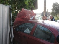 Și-a parcat mașina-n gard. Era bine băut