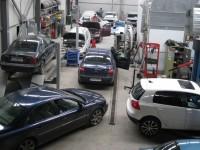 Iarna îmbogățește service-urile auto. Accidente cu nemiluita