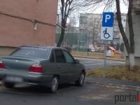 Parcările pentru persoanele cu handicap, mărul discordiei în cartiere (FOTO)