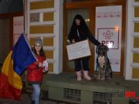 O sătmăreancă de partea PSD. A avut curajul să ţină piept protestatarilor (FOTO& VIDEO)