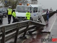 Accident stupid pe Podul Golescu. Parapet distrus (FOTO&VIDEO)