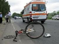 Accident grav. Un biciclist găsit inconștient pe șosea