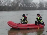 Pompierii continuă căutările persoanei date dispărute în râul Someș (FOTO)