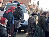 Polițiști sătmăreni, obligați să achite 36.000 euro unei familii de romi