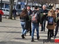 PSD-iștii au oferit flori sătmărencelor de 8 Martie (FOTO)