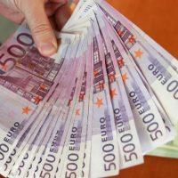 Furnizarea de servicii și microfinanțarea rapidă.